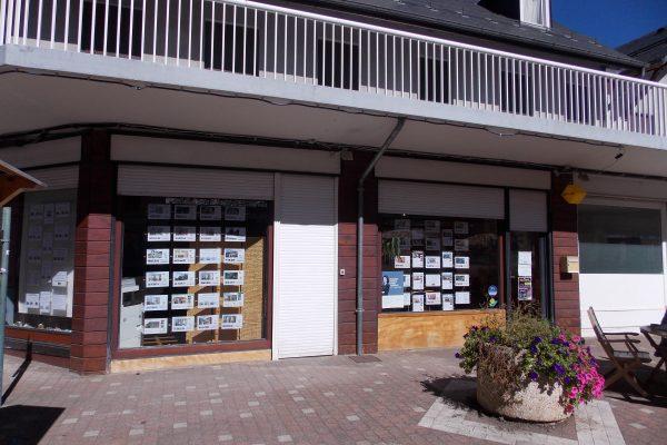 vitrine agence acanthe rue Sylvie à Luchon